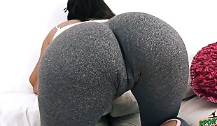 Big and ROUND Butt Teenager In Taut Yoga Pants Has Big Cameltoe