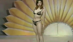 Pretty Taiwanese femmes - on stage