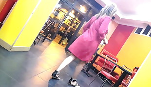 Beurette bathrobe rose (slowmo)